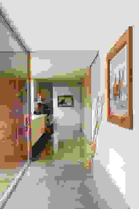 Pasillos y vestíbulos de estilo  por Alvaro Moragrega / arquitecto, Moderno