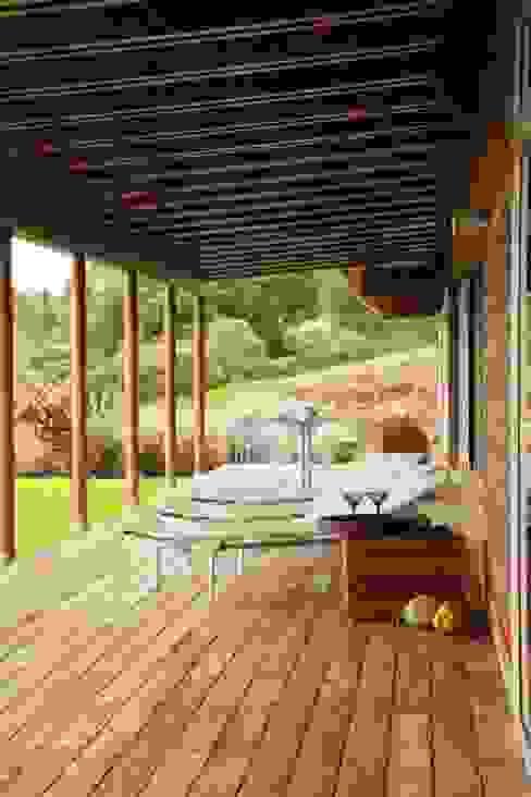 Lani Nui Ranch: Terrazas de estilo  por Alvaro Moragrega / arquitecto, Moderno