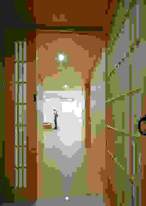 الممر الحديث، المدخل و الدرج من 스마트건축사사무소 حداثي
