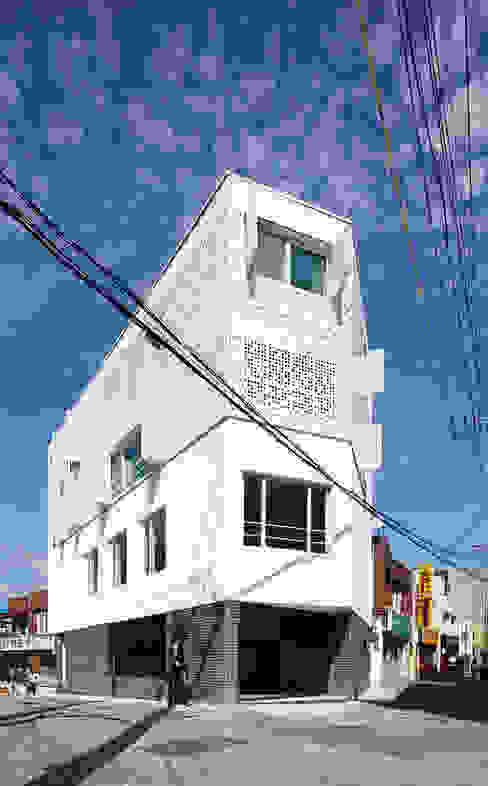 Casas modernas por 스마트건축사사무소 Moderno