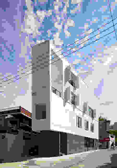 Дома в стиле модерн от 스마트건축사사무소 Модерн