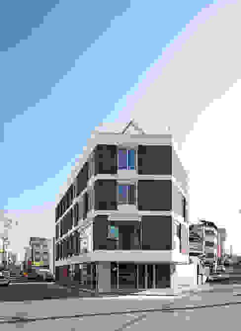 Moderne huizen van 스마트건축사사무소 Modern