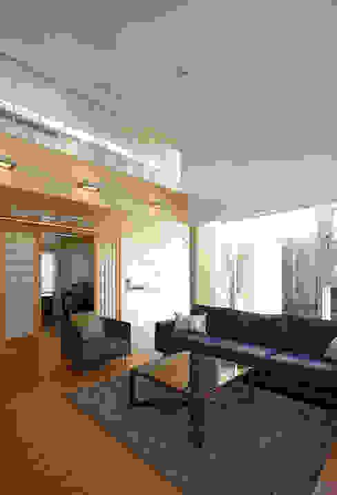 Livings de estilo moderno de 스마트건축사사무소 Moderno
