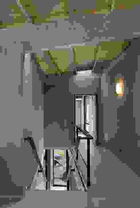 Casa en San Marco Pasillos, vestíbulos y escaleras modernos de Ruben Valdemarin Arquitecto Moderno