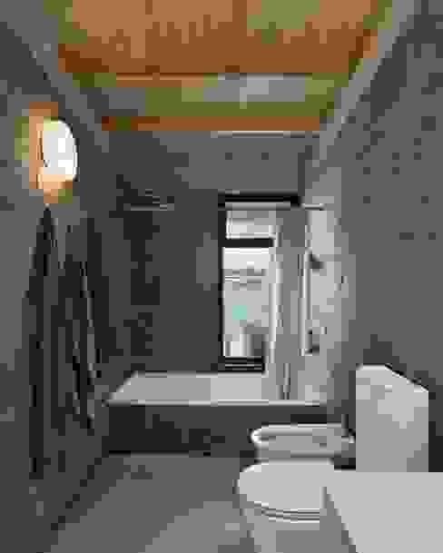 Baños de estilo moderno de Ruben Valdemarin Arquitecto Moderno