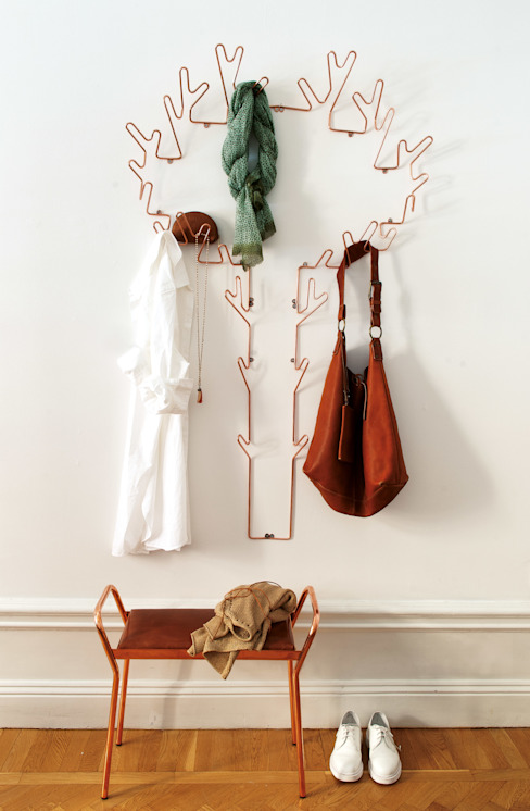 Tree Hanger, coat hanger & Anyone stool in copper. de Maze Interior Moderno