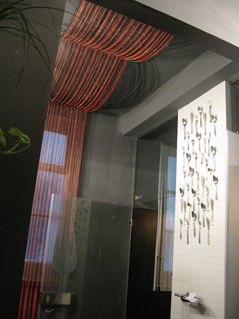 """Bathroom """"Somos lo que comemos"""":  de estilo industrial de  Simona Garufi, Industrial"""