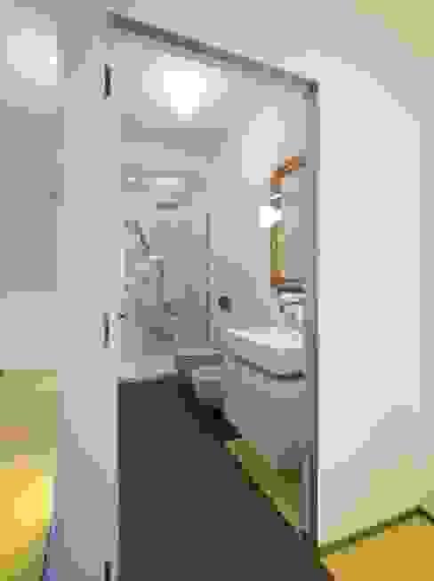 CASA SUL LITORALE [2015] Bagno moderno di na3 - studio di architettura Moderno