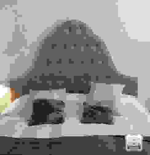 Tapizado de cabecero de cama.:  de estilo colonial de Tapicería Conde, Colonial