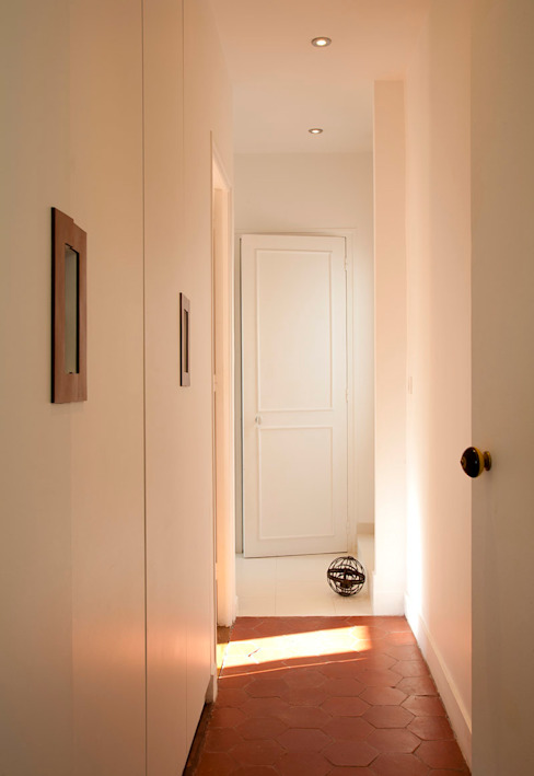 Corridor, hallway by ATELIER FB,
