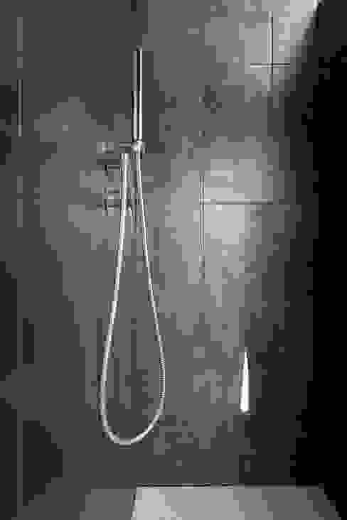 Bathroom by ATELIER FB,