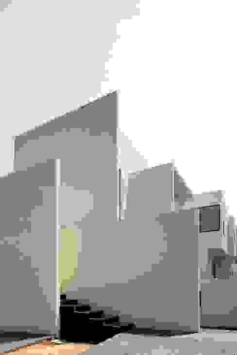 Casas de estilo minimalista de Lucio Muniain et al Minimalista