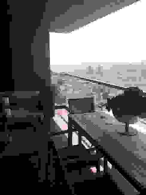 Balcones y terrazas de estilo moderno de Hazer Bilişim Yapı Dekorasyon Rıza Hazer Moderno