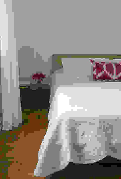 ห้องนอน โดย Lucia Manzano,