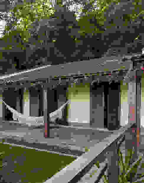Rustic style balcony, veranda & terrace by Lucia Manzano Rustic