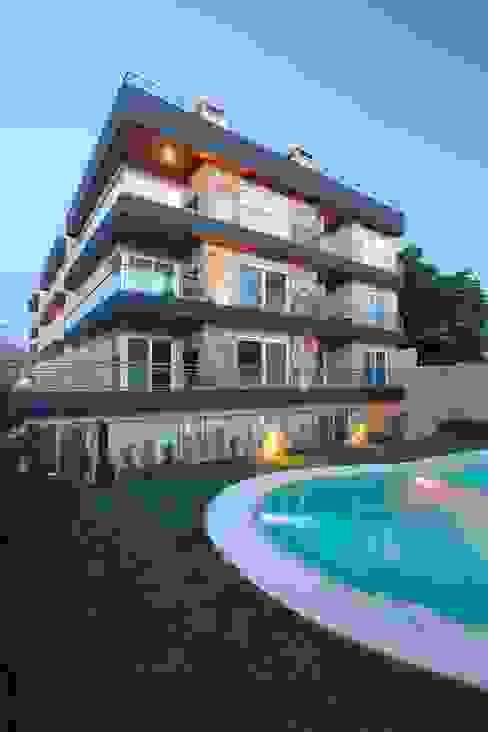 Modern houses by LLACAY arquitectos Modern