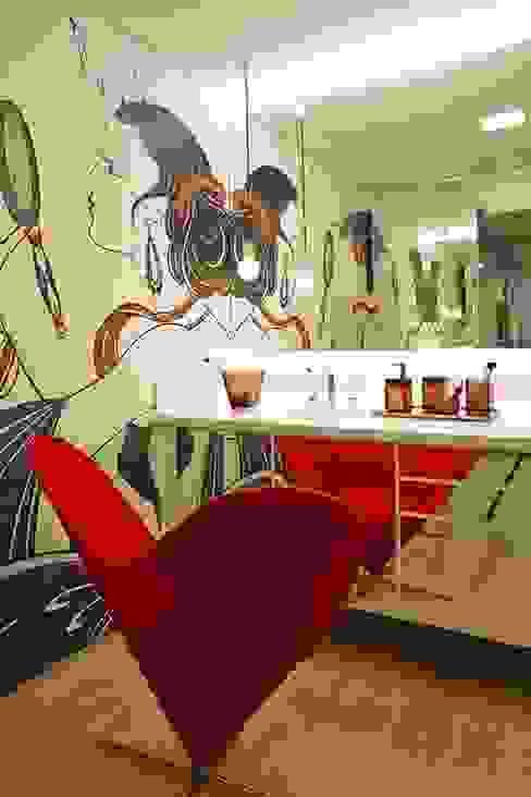 Sala de Maquiagem Banheiros modernos por Lovisaro Arquitetura e Design Moderno