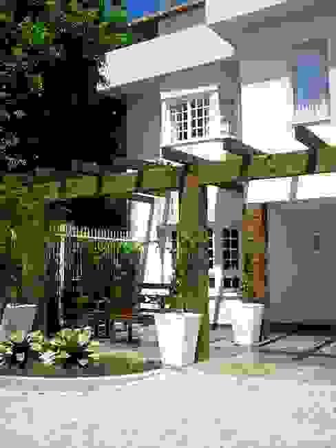 Jardines de estilo  por Motta Arquitetura