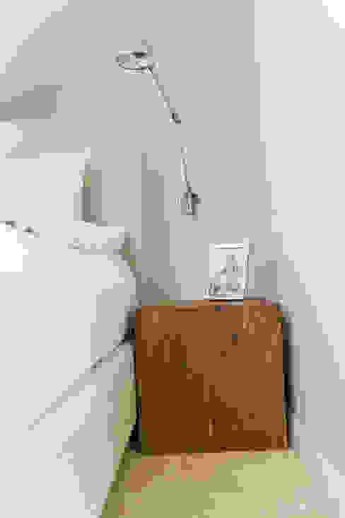 Dom pod Konstancinem: styl , w kategorii Sypialnia zaprojektowany przez Chałupko Design,Nowoczesny