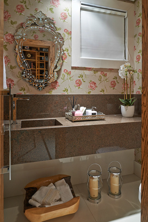 Bathroom by Gláucia Britto, Classic