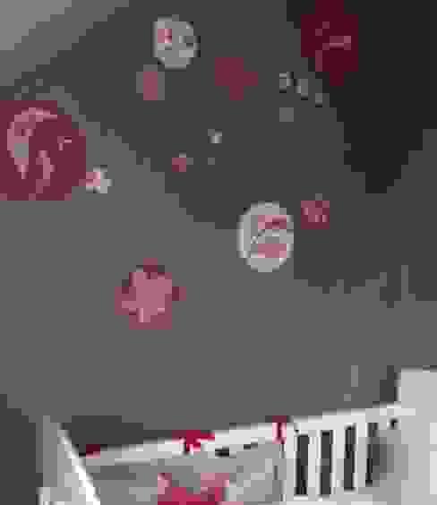 Poésie florale et murale autour du berceau de bébé Bleu d'avril Chambre d'enfant originale