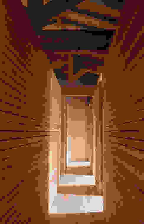 Dormitorios de estilo moderno de Atelier do Corvo Moderno