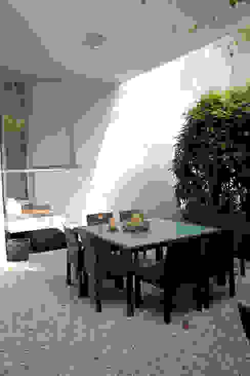 Ristrutturazione di villa privata Giardino moderno di Zenith-Studio Architetti Associati Moderno