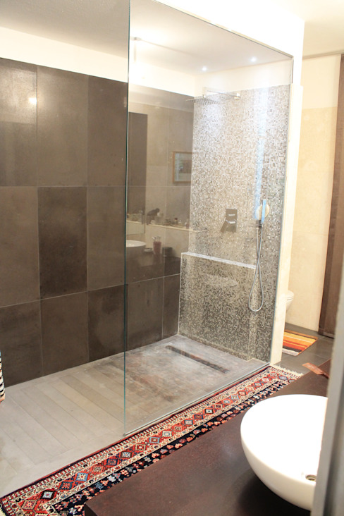 Doccia bagno padronale Bagno moderno di Zenith-Studio Architetti Associati Moderno