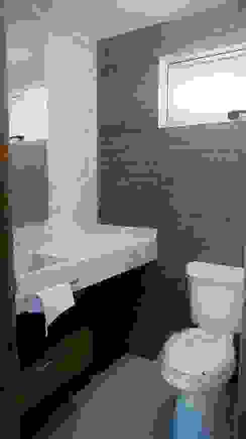 1/2 Baño: Baños de estilo  por RTstudio, Minimalista