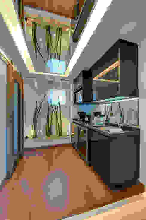 Cobertura Duplex Adegas modernas por Lucia Navajas -Arquitetura & Interiores Moderno