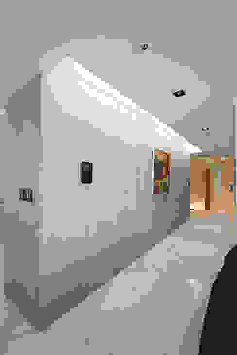일산 강선마을 벽산아파트 58평형: MID 먹줄의  복도 & 현관,모던