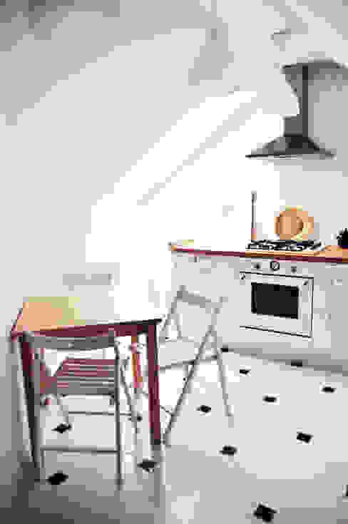 Eklektyczna willa wielorodzinna: styl , w kategorii Kuchnia zaprojektowany przez Pracownia Architektury Wnętrz Hanny hildebrandt,Skandynawski