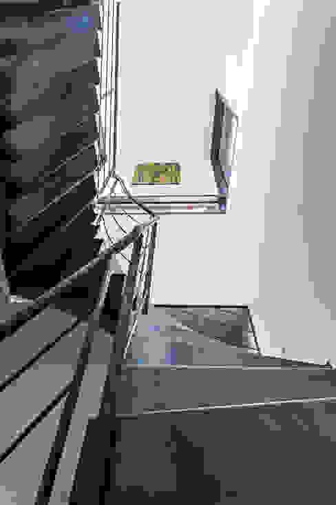 Projekty,  Korytarz, przedpokój zaprojektowane przez Hugues TOURNIER Architecte, Minimalistyczny