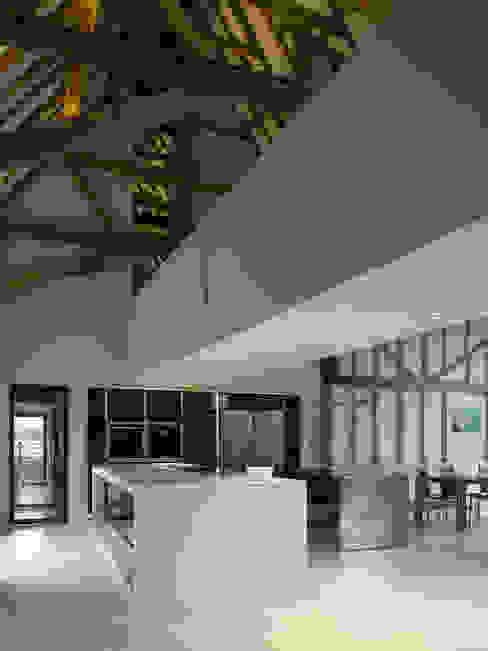 Chantry Farm Modern kitchen by Hudson Architects Modern