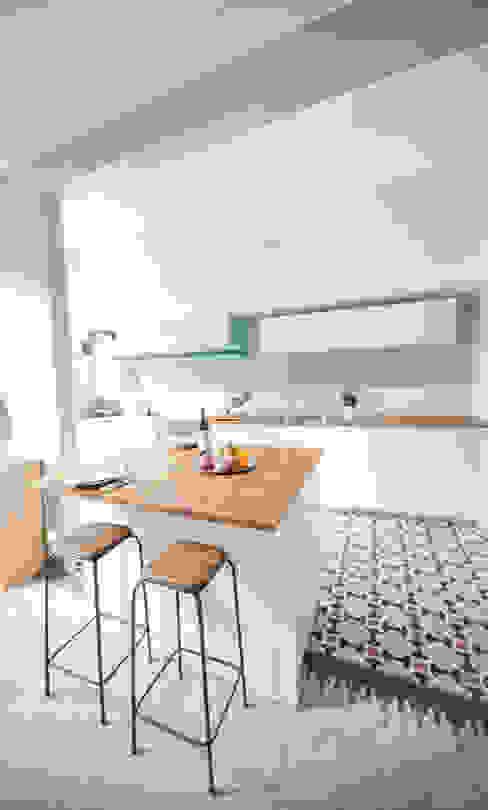 ミニマルデザインの キッチン の Marie Dumora ミニマル