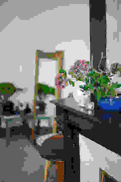 Minimalistyczny salon od Marie Dumora Minimalistyczny