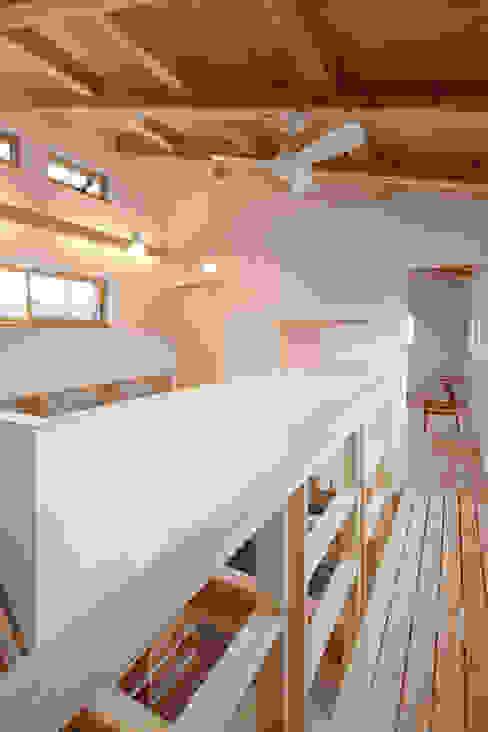 Study/office by 芦田成人建築設計事務所,