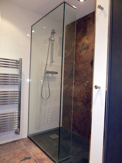 現代浴室設計點子、靈感&圖片 根據 ERRASTI 現代風