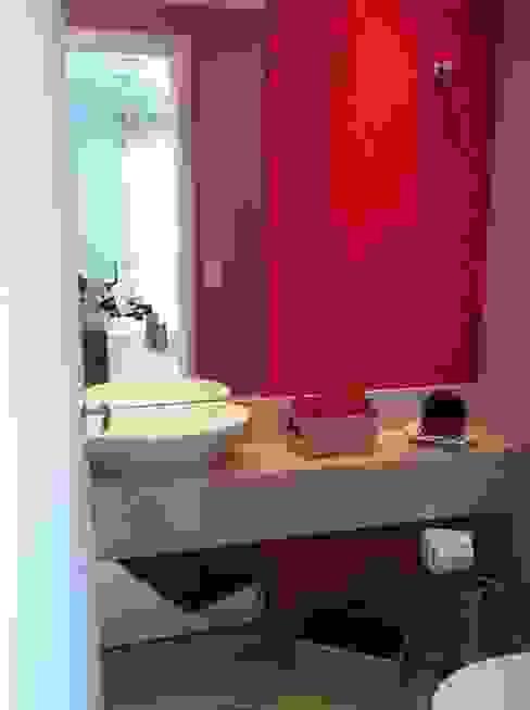 Bathroom by Projetual Arquitetura