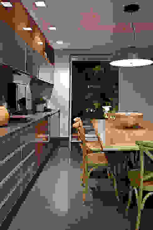 Cocinas de estilo  por Gláucia Britto