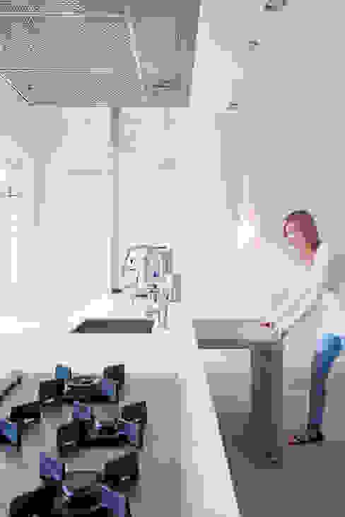 Modern style kitchen by ontwerpplek, interieurarchitectuur Modern