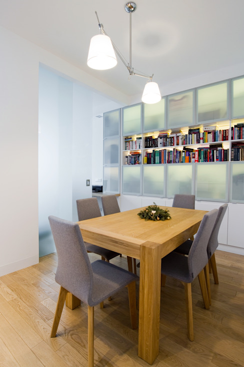 Projekt wnętrz apartamentu w kamienicy na krakowskim Kazimierzu Nowoczesna jadalnia od COOLDESIGN Nowoczesny