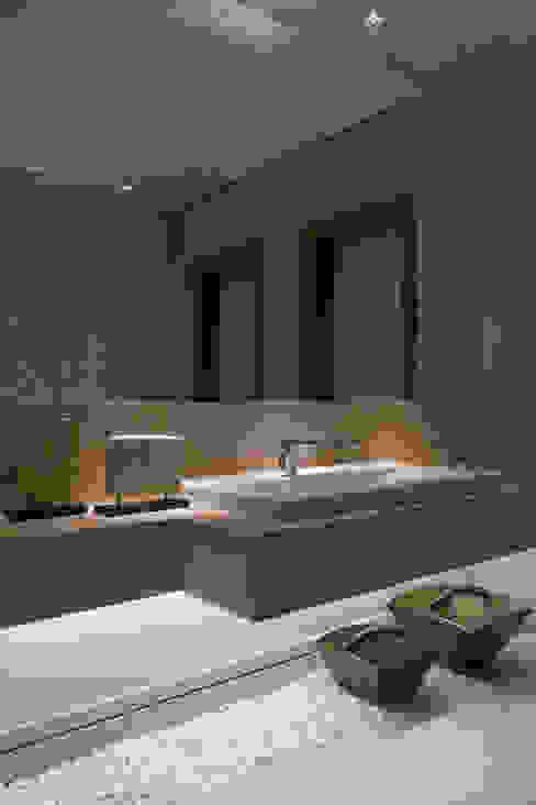 Baños de estilo  por Gláucia Britto