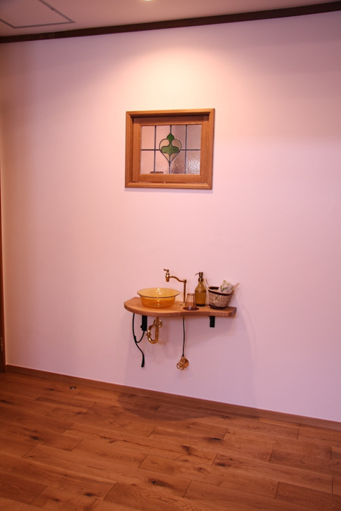レトロナチュラルなリフォーム 木のキッチンのある暮らし: ナチュラルインテリア専門店 ミヤカグが手掛けた素朴なです。,ラスティック