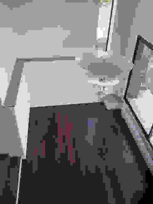 Modification de Façade - rénovation - création d'un niveau Salon moderne par Clemence de Mierry Grangé Moderne