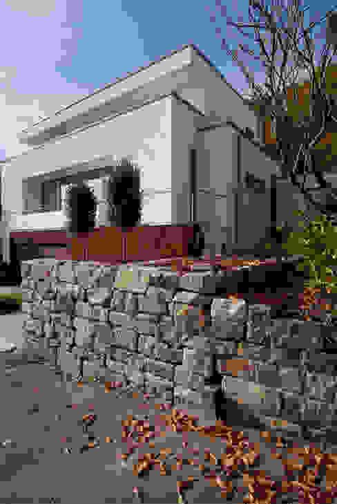 Wohnen zwischen Wald und Reben Minimalistischer Garten von Architekten BDA Becker   Ritzmann Minimalistisch