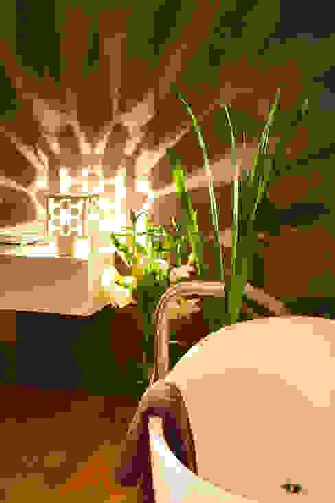 Cage de Lumière - Une application sensorielle : au spa par Yumé Péma Moderne