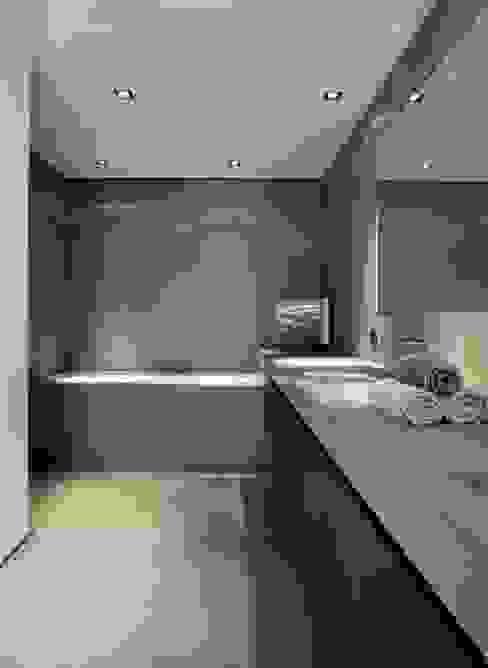chatelain Salle de bain moderne par Ensemble et associes Moderne