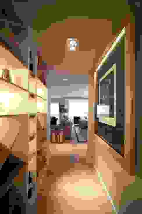 Sube Susaeta Interiorismo - Sube Contract diseño interior de casa con gran cocina Pasillos, vestíbulos y escaleras de estilo clásico de Sube Susaeta Interiorismo Clásico