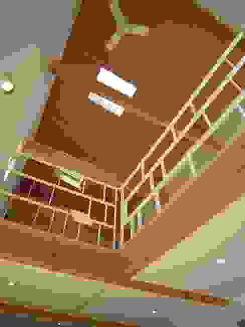غرفة المعيشة تنفيذ 有限会社クリエデザイン/CRÉER DESIGN Ltd.